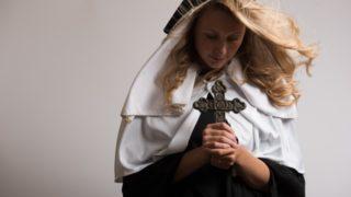修道院の女性